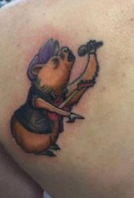 紋身卡通 男生后背上唱歌的小熊紋身圖片
