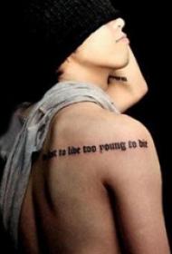 权志龙的纹身  明星后背上黑色的英文短句纹身图片