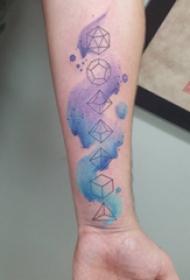 几何元素纹身 男生手臂上彩色的几何图形纹身图片
