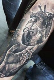 心脏纹身图案   创意十足的心脏纹身图案