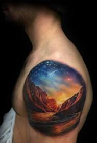 双大臂纹身 男生大臂上彩色的山水风景纹身图片