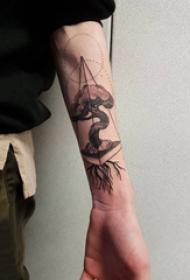 植物纹身 男生手臂上几何和生命树纹身图片