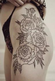 非常好看的黑灰花朵纹身图案