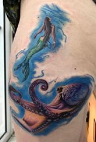 大腿纹身传统 女生大腿上美人鱼和章鱼纹身图片