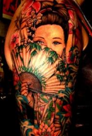 双大臂纹身 男生大臂上遮面的艺妓纹身图片