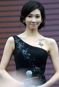 林志玲的纹身 明星锁骨上黑色的胡蝶纹身图片