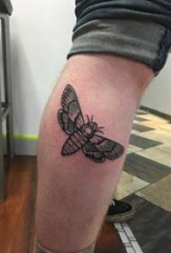 欧美小腿纹身 男生小腿上黑色的飞蛾纹身图片