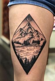 大腿纹身传统 女生大腿上菱形和山水风景纹身图片