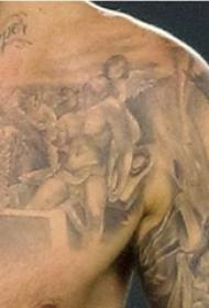 纹身神话人物  贝克汉姆胸部黑灰色的神话人物纹身图片
