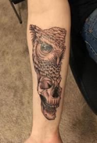手臂纹身图片 女生手臂上猫头鹰和骷髅纹身图片