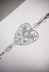 极简线条纹身 精细的心形和箭矢纹身手稿