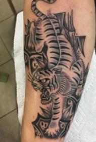 欧美小腿纹身 男生小腿上黑色的老虎纹身图片