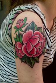 大臂纹身图 女生大臂上彩色的牡丹纹身图片