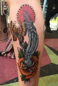 纹身手指  女生小腿上手指和花朵纹身图片