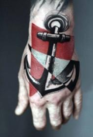 手背紋身 男生手背上彩色的船錨紋身圖片