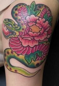 大臂紋身圖 男生大臂上蛇和牡丹紋身圖片