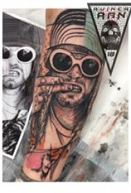 人物肖像纹身  男生手臂上彩绘的人物肖像纹身图片