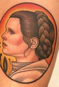 人物肖像纹身  女生大腿上彩绘的人物肖像纹身图片