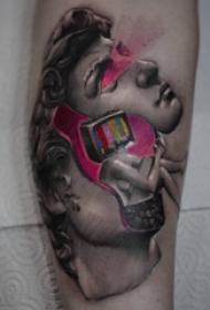 人物肖像纹身  女生手臂上彩绘的人物肖像纹身图片