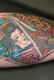 大臂纹身图 男生大臂上几何和艺妓纹身图片