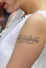 美国纹身明星  明星手臂上黑色的英文纹身图片