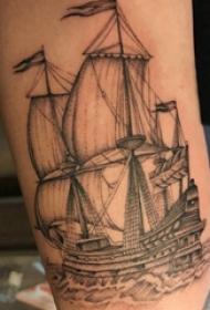 大腿纹身男 男生大腿上航行的帆船纹身图片