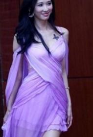 林志玲的纹身  明星胸上黑色的胡蝶纹身图片