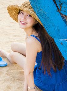 纯情少女身着蓝裙海边唯美写真