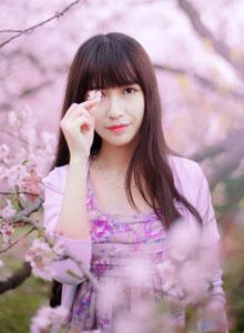 清纯美少女粉红花瓣迷人性感写真