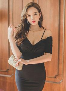 風情氣質女郎黑色緊身裙無限誘惑