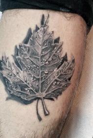楓葉紋身圖  創意搭配的楓葉紋身圖案
