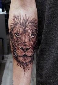 獅子王紋身  霸氣而又生動的獅子王紋身圖案