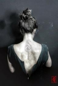 简单线条纹身  设计感与创意并存的线条纹身图案