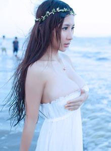 花环女神三亚海边巨乳写真拍摄