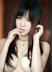 性感美女张优巨乳惹火美艳私房照