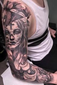 欧美花臂纹身_22张霸气黑灰欧美大年夜黑花臂纹身图案作品图片
