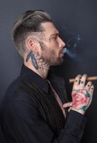 帅气的国外欧美纹身男模Ian Elkins图片观赏