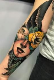 一组欧美school女郎肖像的彩色纹身图案