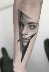 几何图形里的肖像写实纹身作品图片