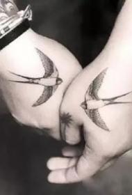 18组适合情侣的小清新纹身图案