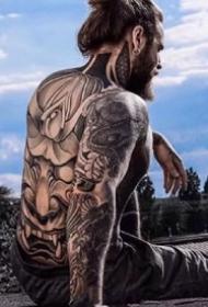 纹身肌肉男帅哥--一组霸气欧美肌肉纹身帅哥图片欣赏