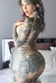 一组性感的欧美纹身美女图片欣赏