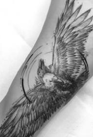 黑灰素描作品--9张手臂上飘逸风格的黑灰素描纹身图案