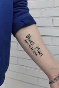 英文字母纹身--9张手臂胳膊上的简约英文字母纹身图案图片