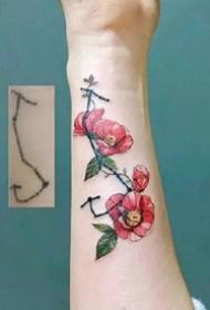 花朵纹身图--一组适合优雅女性的纹身花卉图案作品