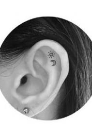 耳朵纹身--一组纹在耳朵里面的简约小清新纹身图案