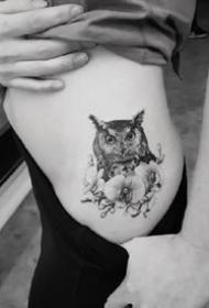一组偏写实风格的黑色精致小图纹身图案作品
