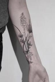 一组手臂上线条感极强的水墨植物花朵纹身图案