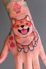 满手背的卡通大花手背纹身图案作品欣赏