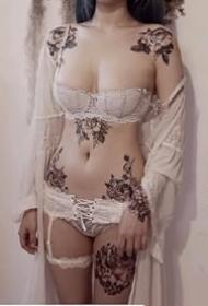 花纹身--适合女生各部位的一组性感花纹身图案